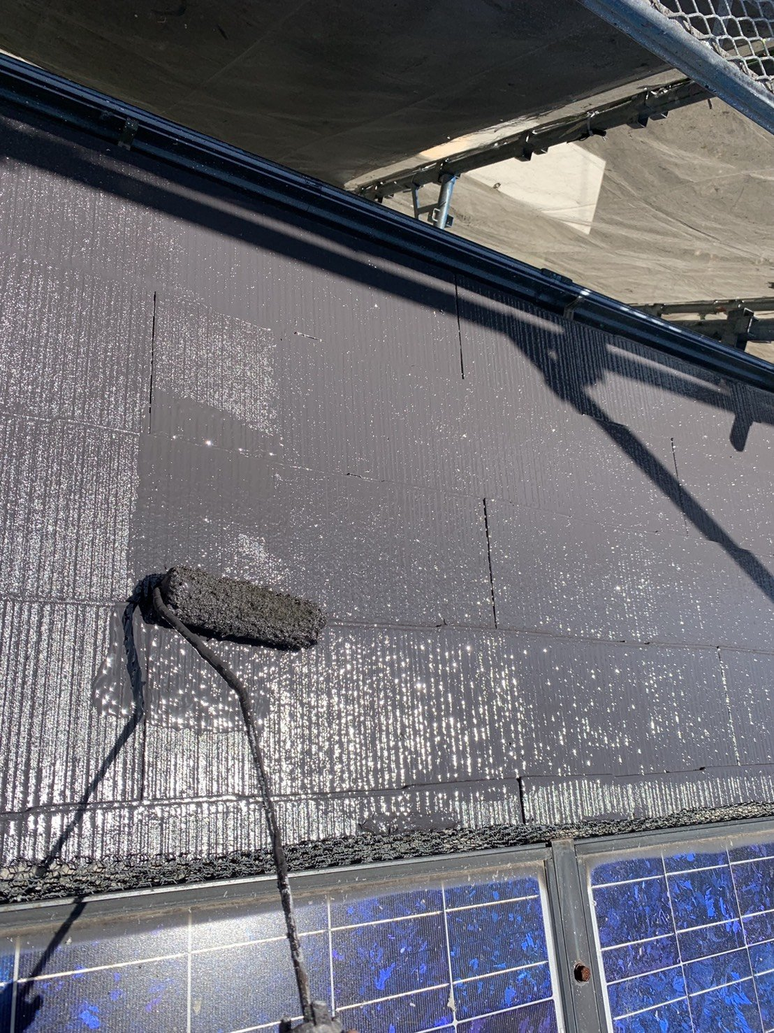 福岡県宗像市公園通りI様邸施工5日目外壁上塗り屋根上塗り作業
