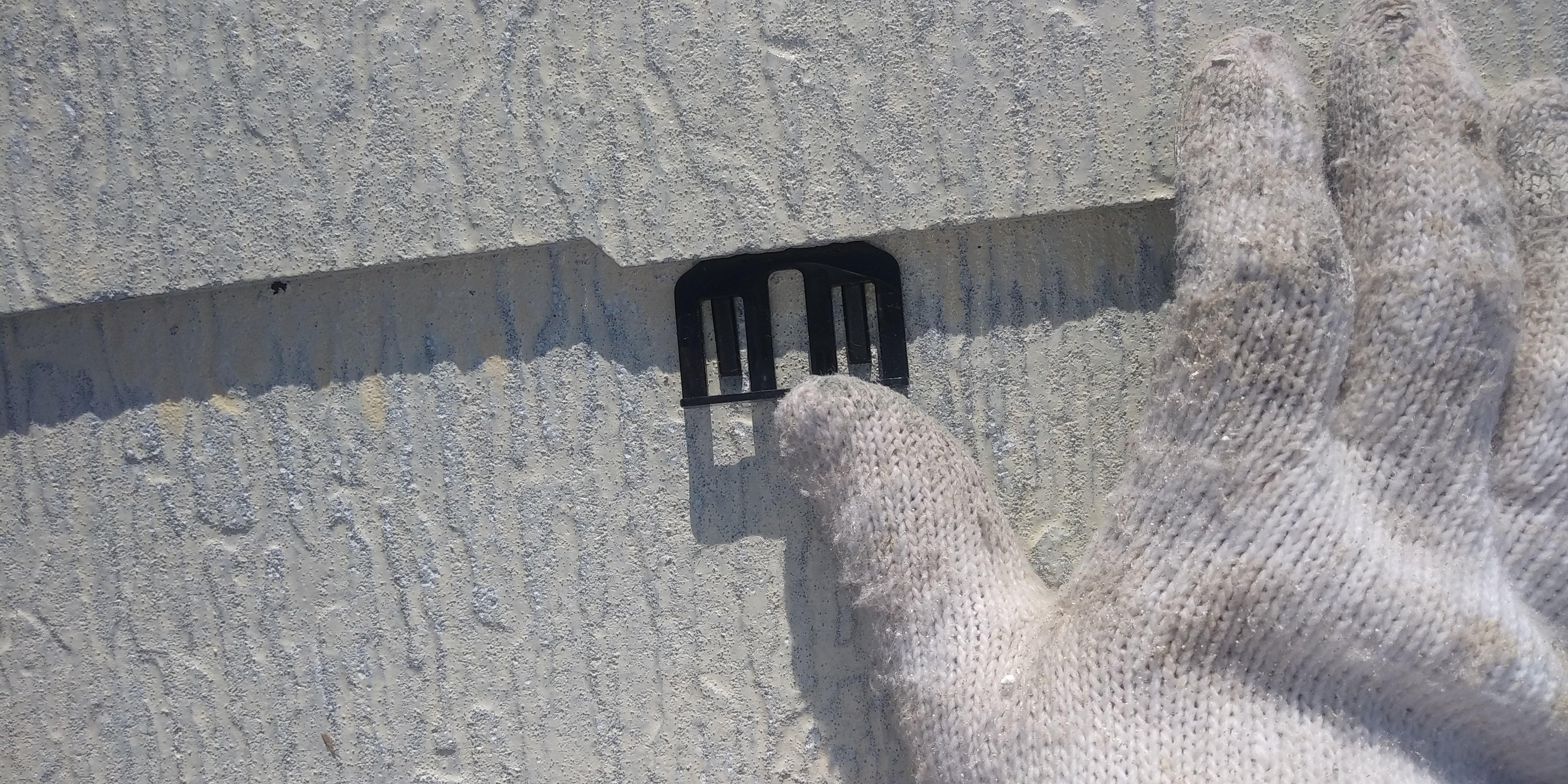 福岡県古賀市I様邸施工3日目屋根縁切り中塗り外壁下塗り作業
