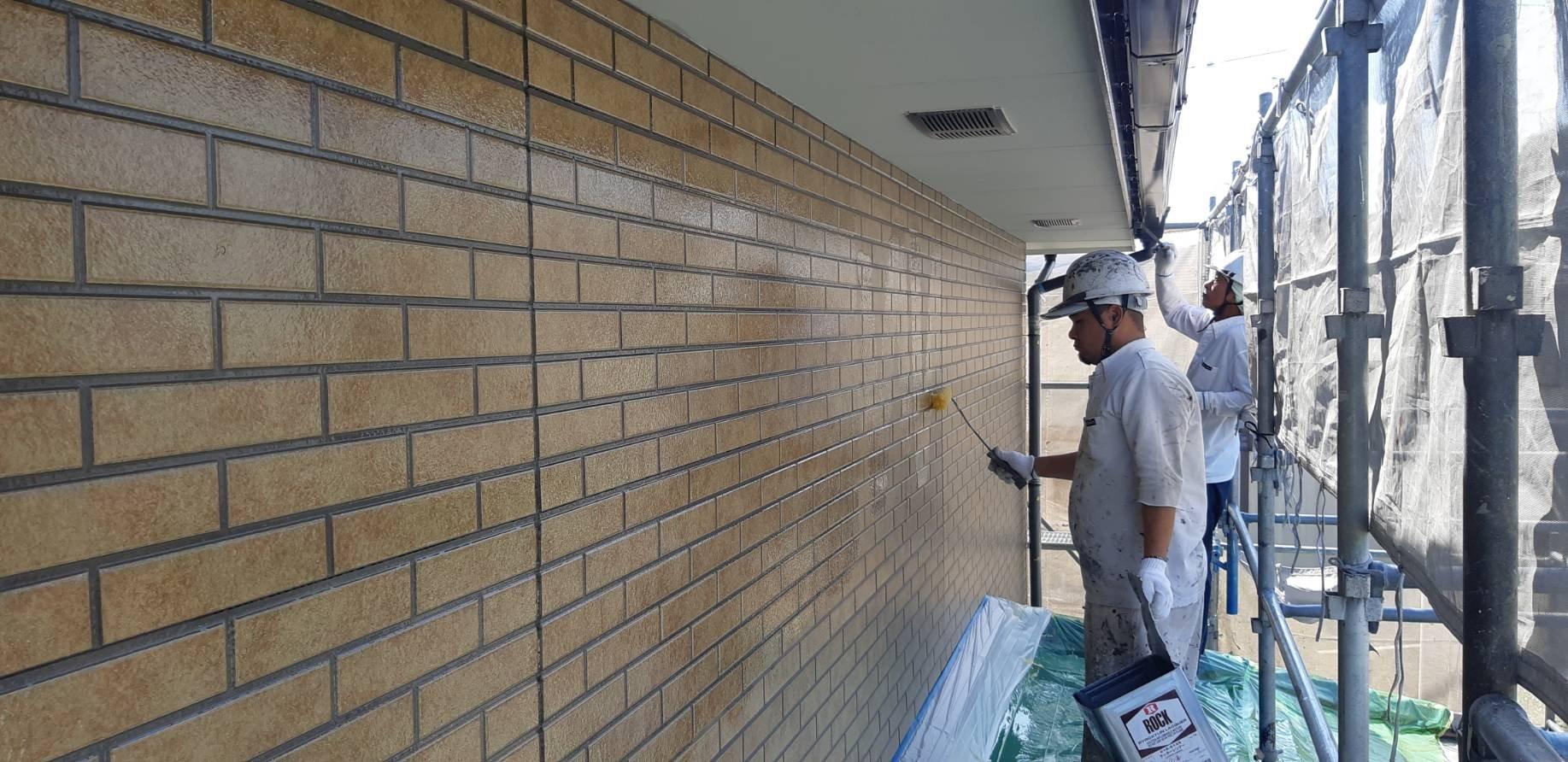 福岡県古賀市K様邸施工3日目外壁下塗り付帯塗装作業
