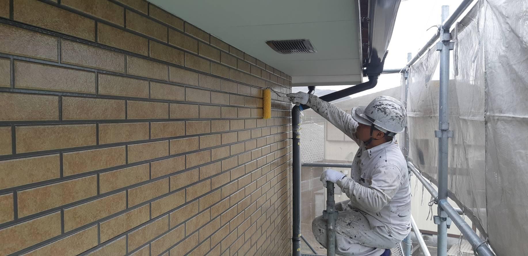 福岡県古賀市K様邸施工4日目外壁上塗り付帯塗装作業