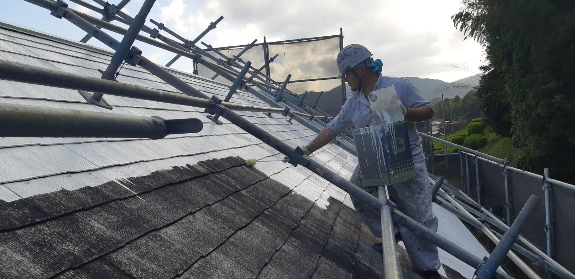 福岡県宮若市O様邸施工3日目屋根下塗り外壁下塗り作業