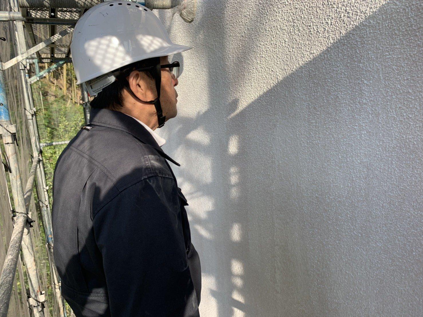 福岡県宮若市O様邸施工4日目屋根縁切り外壁中塗り中間検査作業