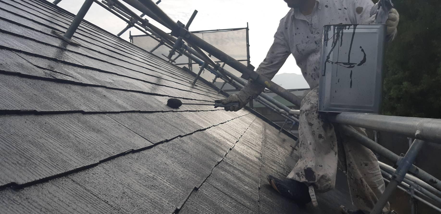 福岡県宮若市O様邸施工6日目屋根上塗り付帯中塗り作業