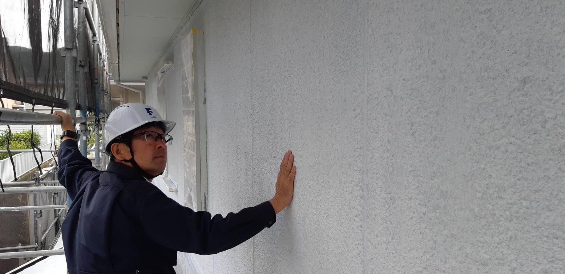 福岡県自由ヶ丘南H様邸施工4日目中間検査屋根縁切り中塗り外壁中塗り作業