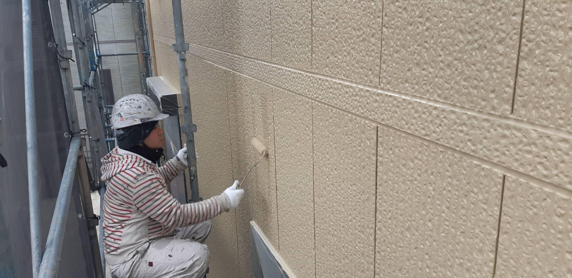 福岡県宗像市三郎丸M様邸施工5日外壁上塗り付帯塗装作業