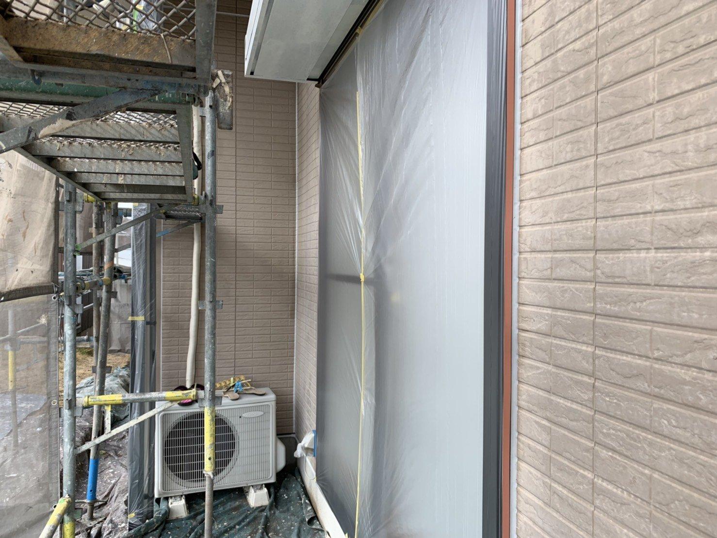 福岡県北九州市八幡西区T様邸施工2日目養生さび止め屋根下塗り外壁下塗り作業