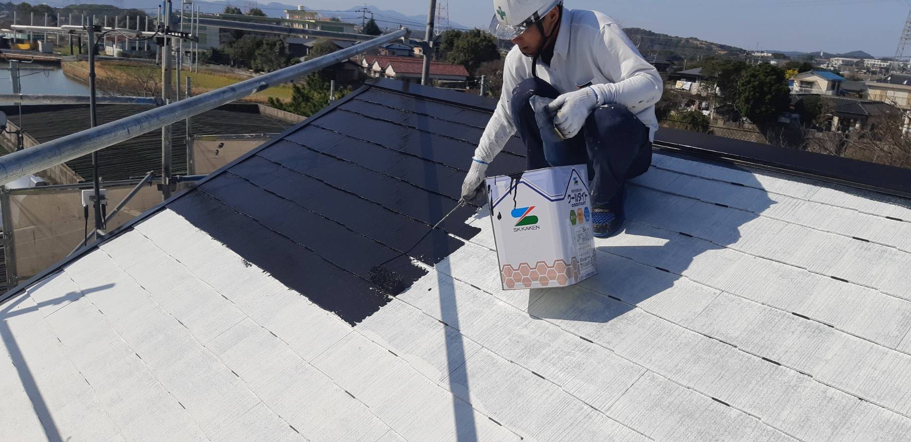 福岡県北九州市八幡西区T様邸施工6日目屋根中塗り付帯塗装作業
