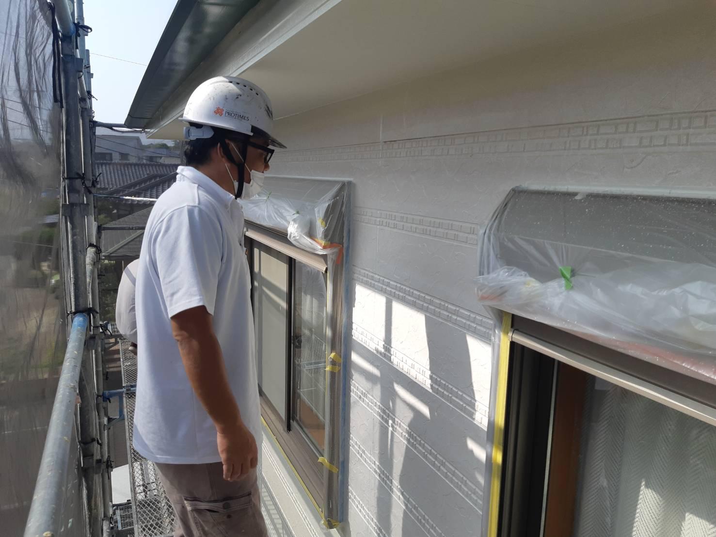 福津市福間南S様邸施工5日目中間検査外壁中塗り上塗りクリアー一回目作業