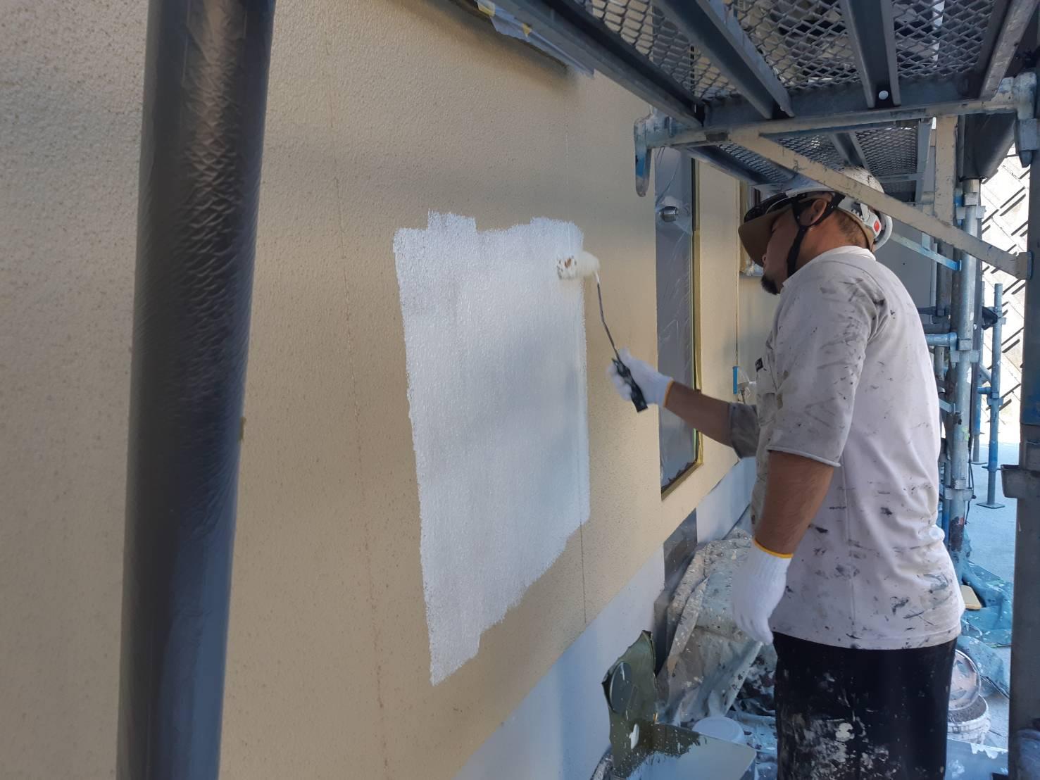 鞍手郡鞍手町八尋神田T様邸施工4日目軒天塗装外壁下塗り中間検査作業