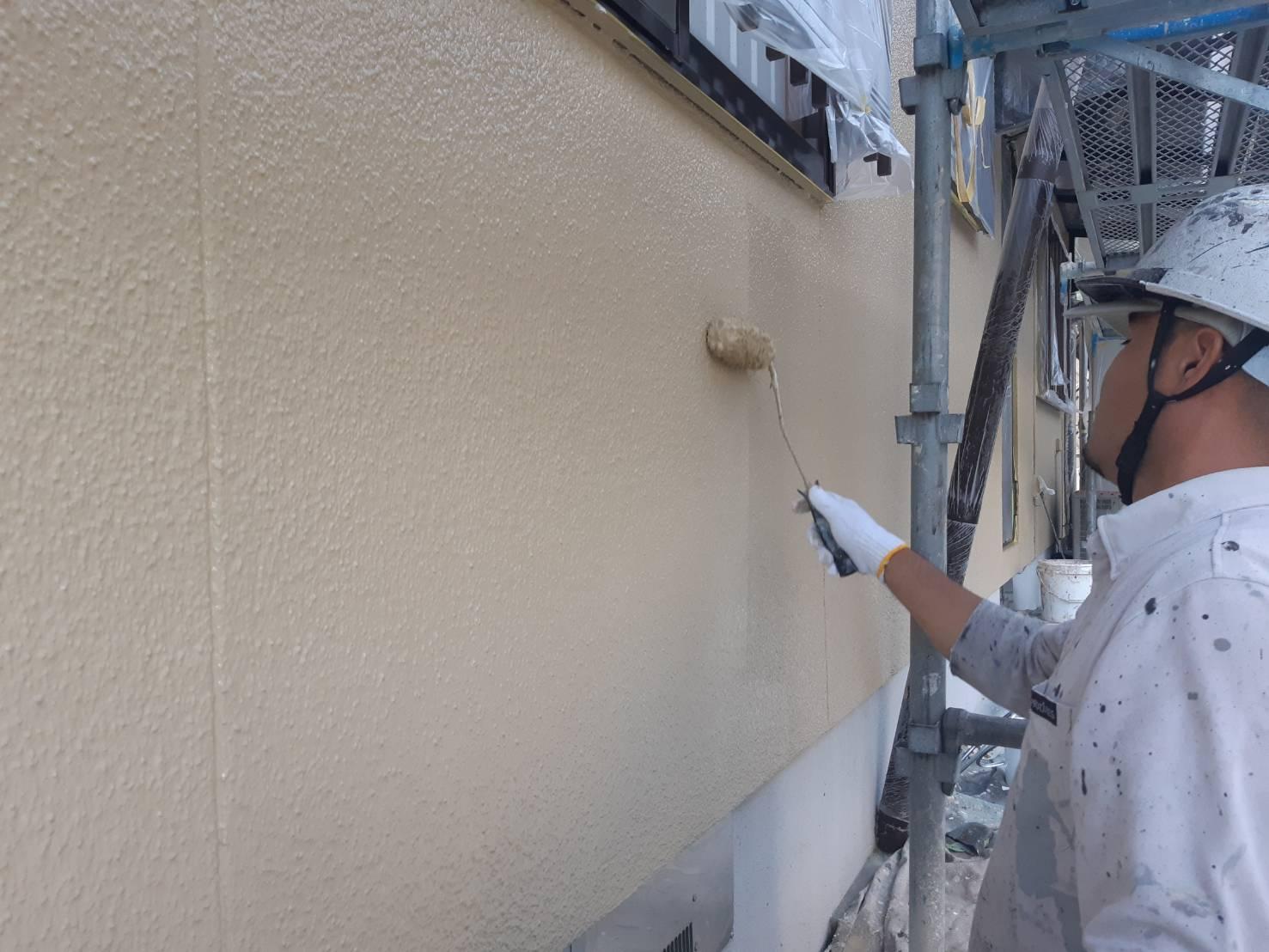 鞍手郡鞍手町八尋神田T様邸施工7日目外壁上塗り付帯塗装作業