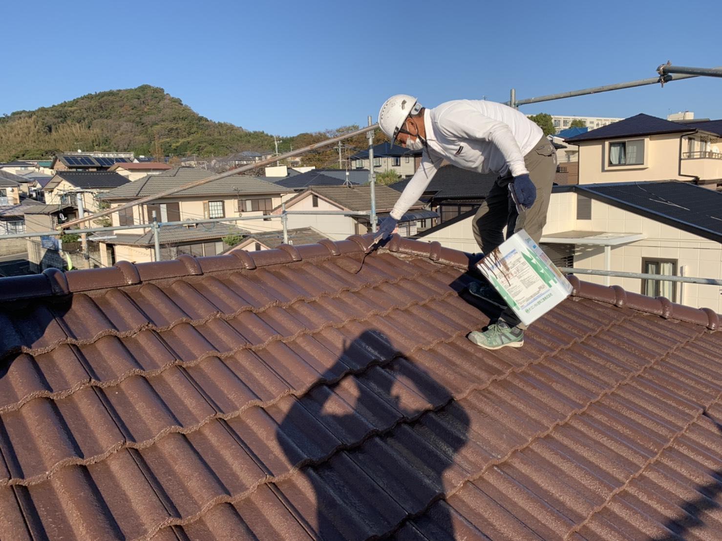 福津市東福間I様邸施工10日目屋根上塗り外壁上塗り付帯塗装作業