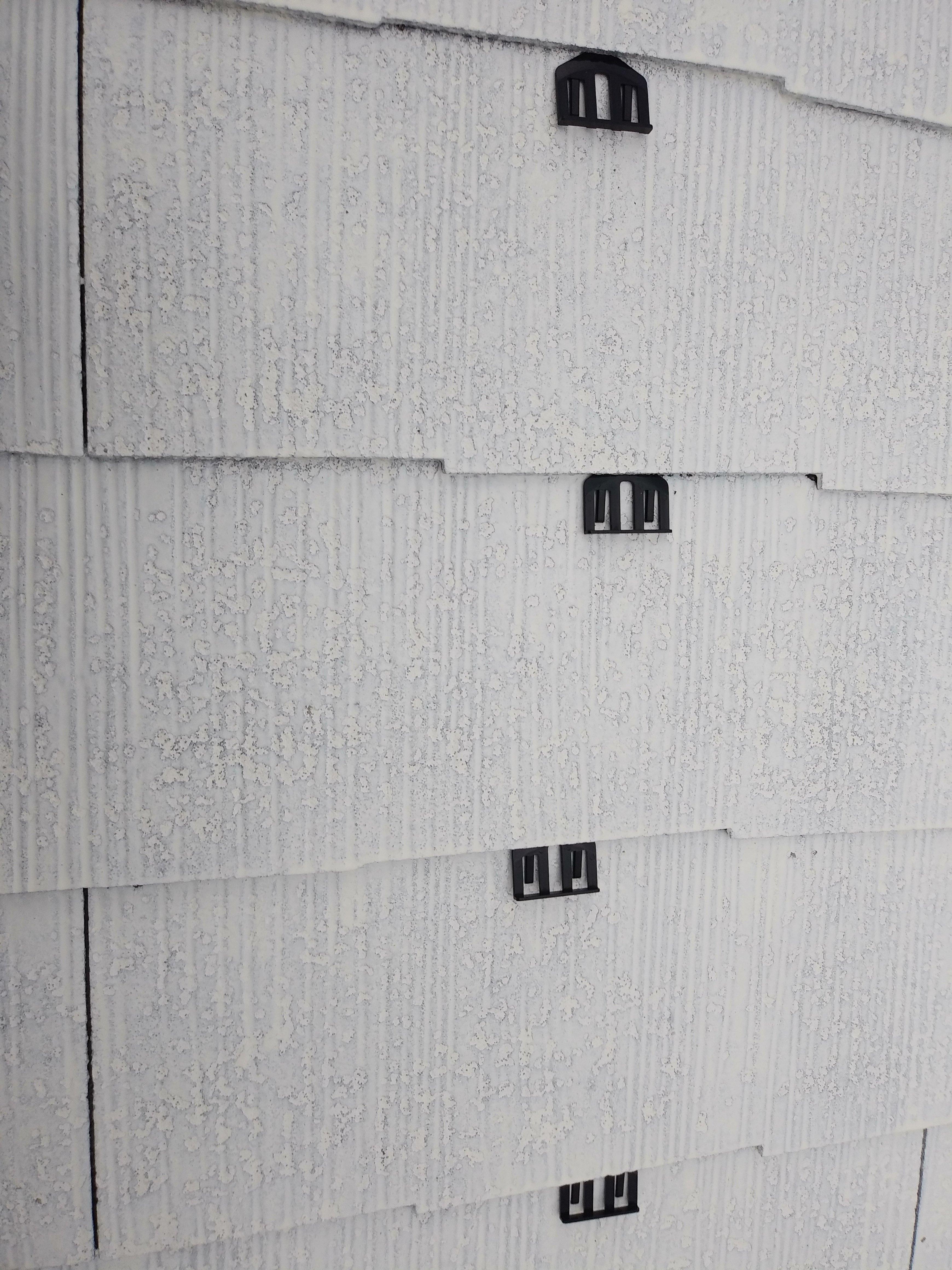 宗像市城西ケ丘T様邸施工3日目屋根縁切り中塗り外壁下塗り付帯塗装作業