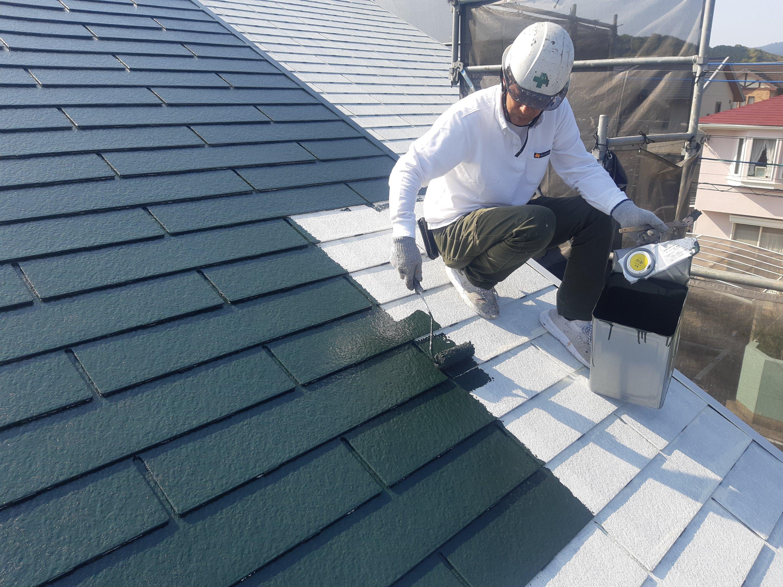 宗像市くりえいと K様邸施工6日目屋根中塗り作業