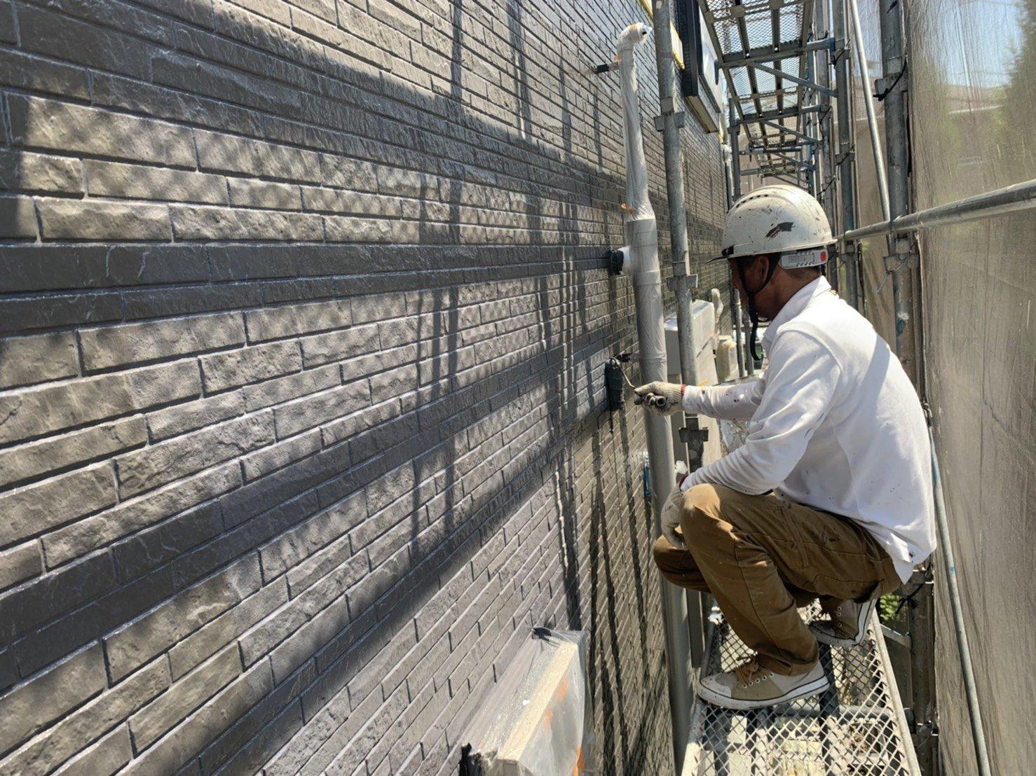 福岡県福津市N様邸施工5日目外壁中塗り上塗り作業
