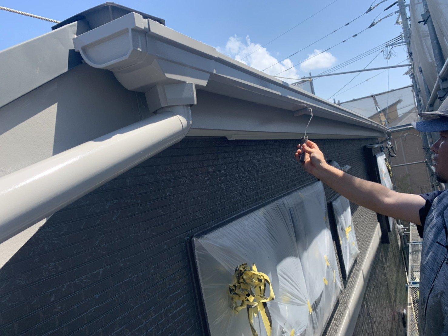 福岡県福津市N様邸施工6日目外壁上塗り付帯塗装作業