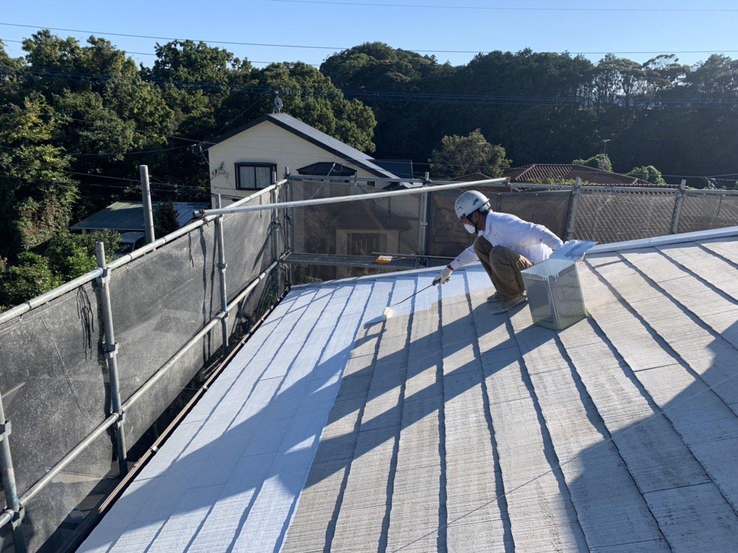 宗像市自由ヶ丘N様邸施工4目外壁下地調整軒天1回目屋根下塗り作業